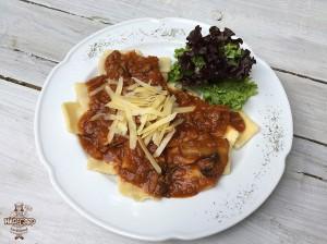 Ravioles con salsa boloñesa y champiñones